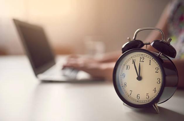 laptop-and-alarm-clock