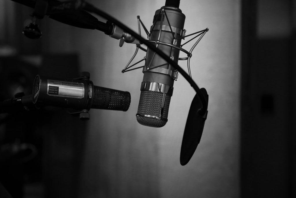 radio-microphone-studio
